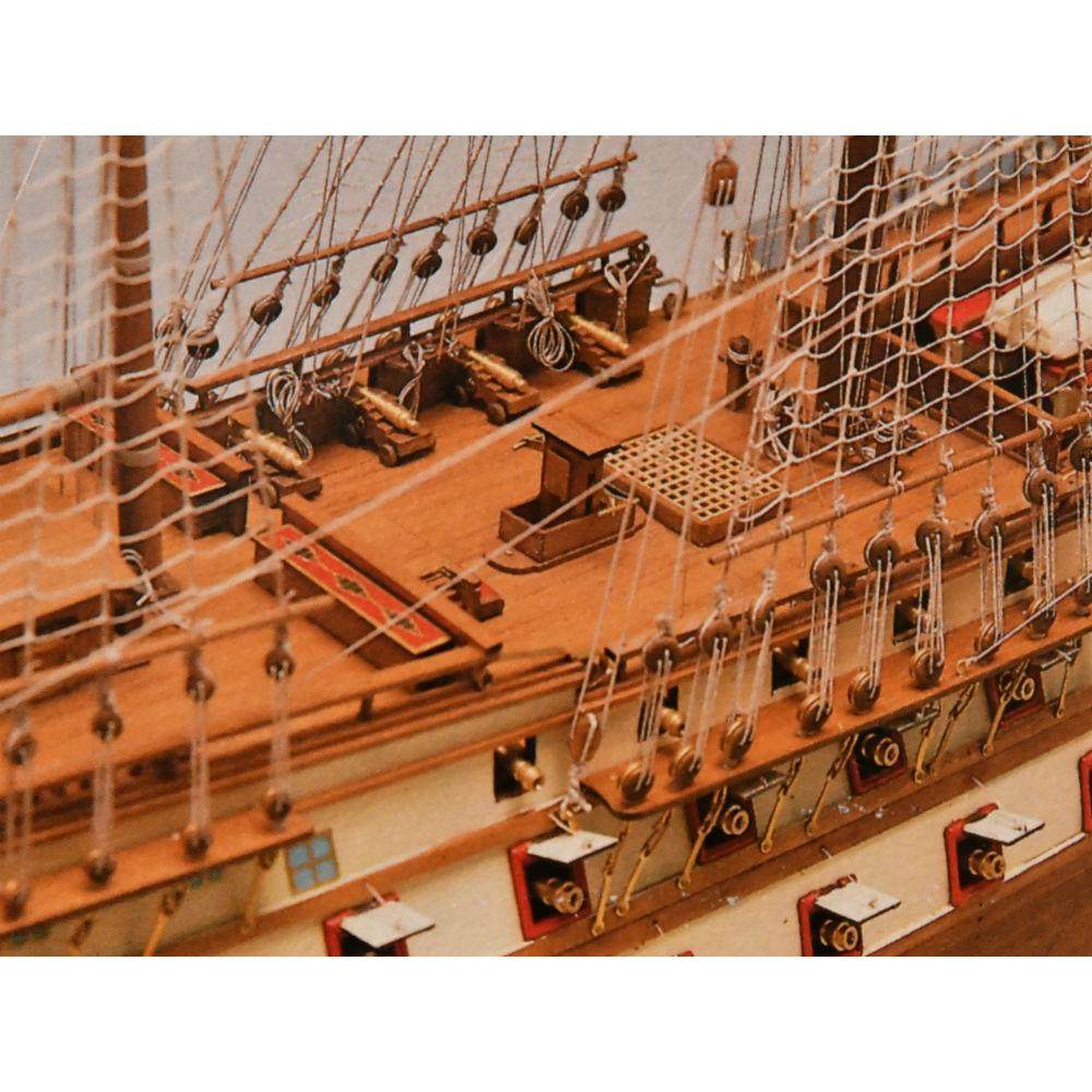 Superbe handcrafted model ship, France 1784
