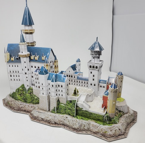 The Building of the Revell of Germany SCHLOSS NEUSCHWANTSTEIN 3D PUZZLE