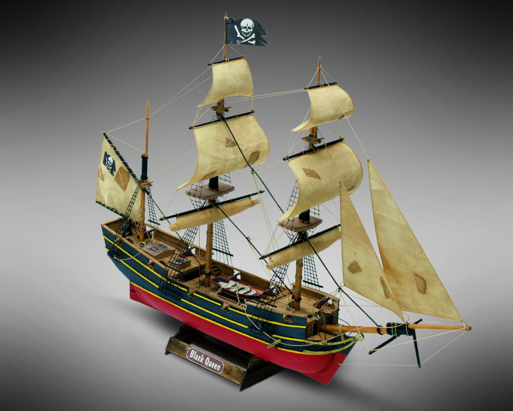 Mamoli MM60 Black Queen - Wooden model kit with pre-carved hull - Scale 1/135 - Length 13.2 in - Height 11 in