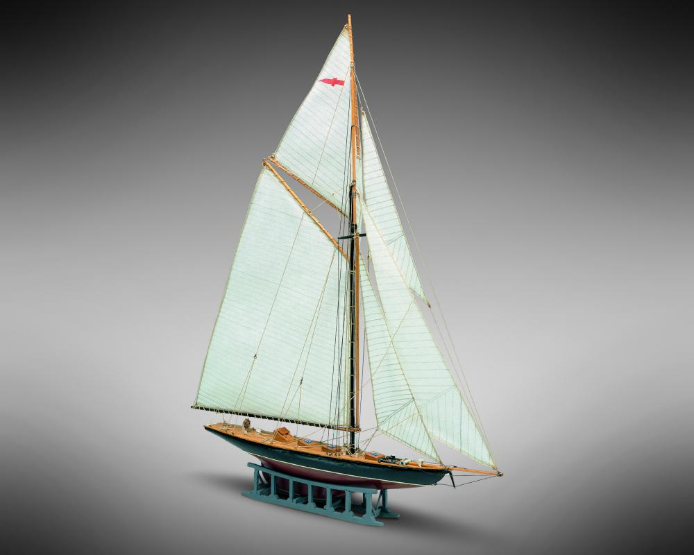Mamoli MM09 Britannia - Wooden model kit with pre-carved hull, Scale 1/177 - Length 11, Height 13.5 inches