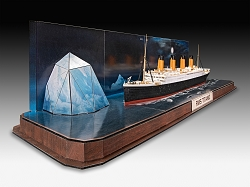 Revell of Germany RMS Titanic + 3D Puzzle Iceberg 1:600 Scale