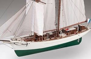"Dusek - D021 - La Belle Poule - Wood and Metal Plank-on-Frame Ship Model Kit - Length: 755 mm (30""),Height: 655 mm (26"") Scale 1/50"