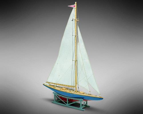 Mamoli MM14 Endeavour II - Wooden model kit with pre-carved hull - Scale 1/193 - Length 8.4 in - Height 10.1 in