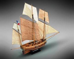 "Mamoli MV38 Le Coureur - Wood Plank-On-Frame Ship Model Kit - Length: 820 mm (33""), Height: 650mm (26"") 1/54 Scale"
